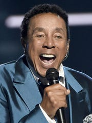 """Smokey Robinson will co-host the upcoming """"Motown 60"""" special with Cedric the Entertainer."""