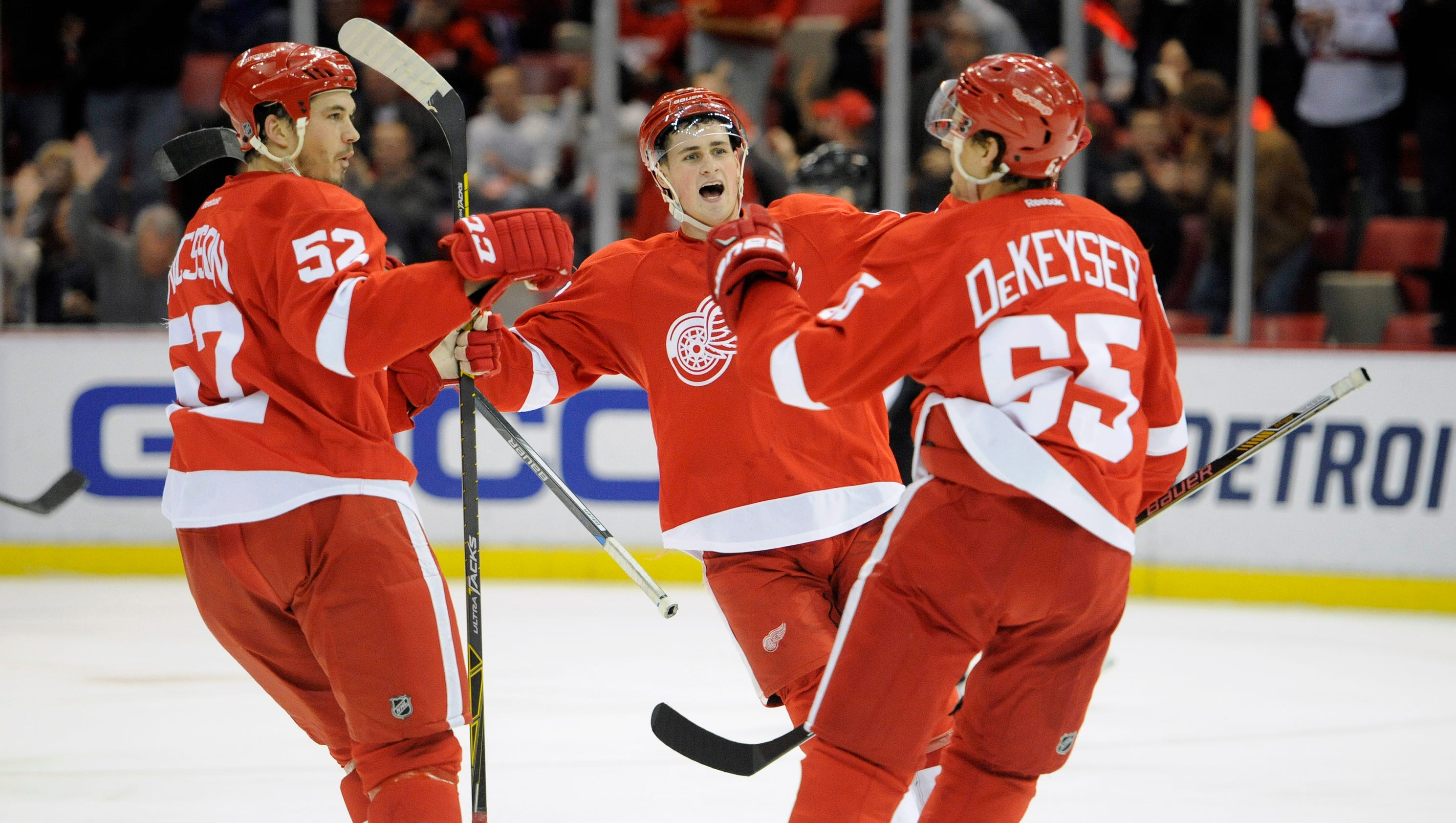 Detroit red wings build early lead hush arizona coyotes 5 1