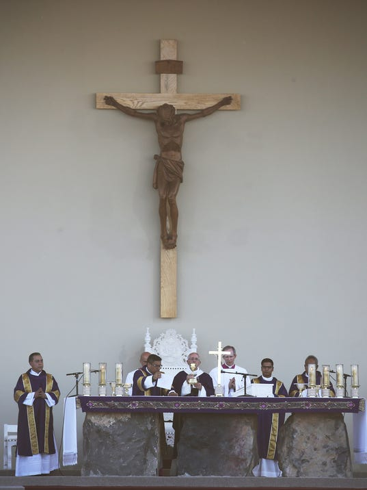 POPE-MASS-JUAREZ-14.jpg