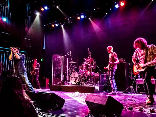 636299245288987277-Gin-Blossoms-on-Stage-PHOTO-BY-AL-DURAN.jpg