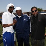 Snoop Dogg helps raise $20,000+ for Des Moines youth football league
