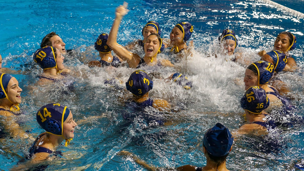 On a stunning last second shot La Quinta defeats Xavier for DVL water polo title.