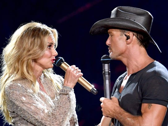 Faith Hill and Tim McGraw perform during their Soul2Soul