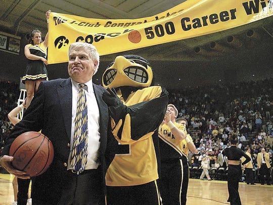 Former UI coach Tom Davis celebrates his 500 career win in 1997.