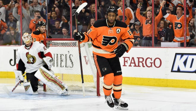 Wayne Simmonds had two power-play goals in the Flyers' 3-2 win over the Ottawa Senators Saturday.