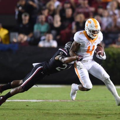 South Carolina defensive back D.J. Smith (24) tries