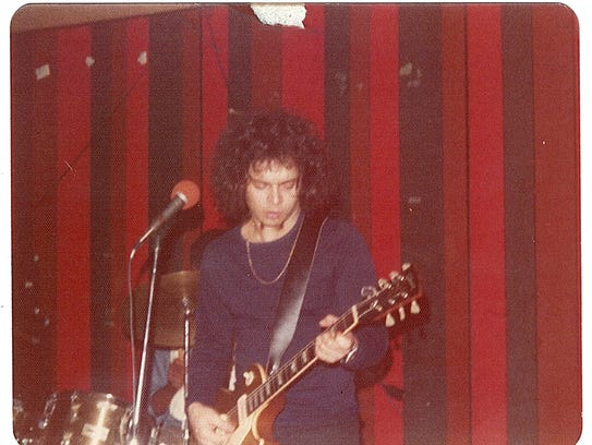 Wayne Kramer in 1974, with Melvin Davis (rear) on drums.