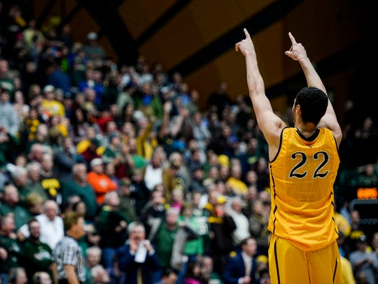 Wyoming's Larry Nance Jr. points to the crowd during