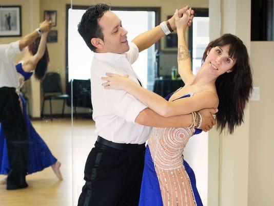 635588393179377003-Eye-Ball-dance
