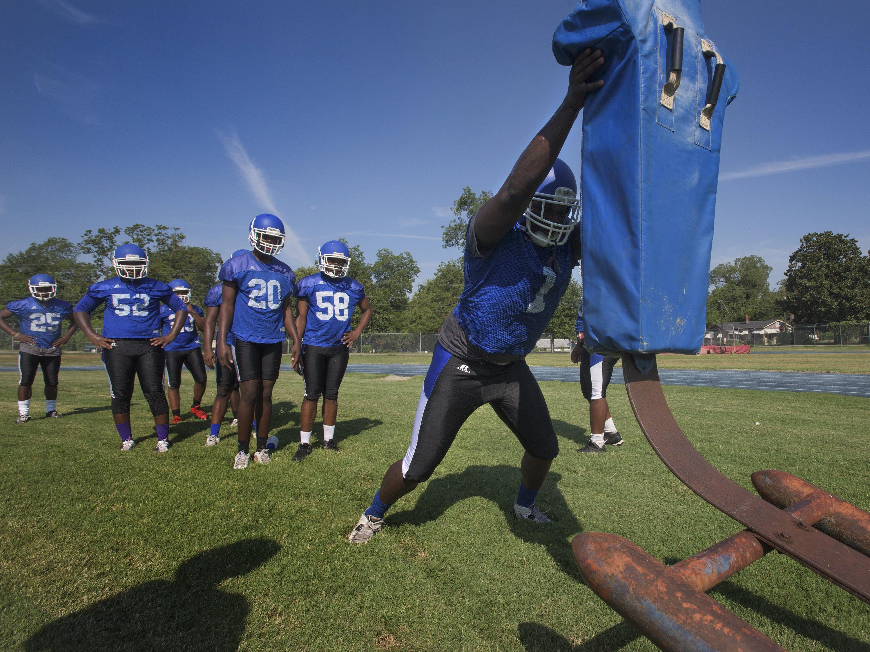 Alfred Thomas tries to help Sidney Lanier seek a playoff berth for the first time since 2008.