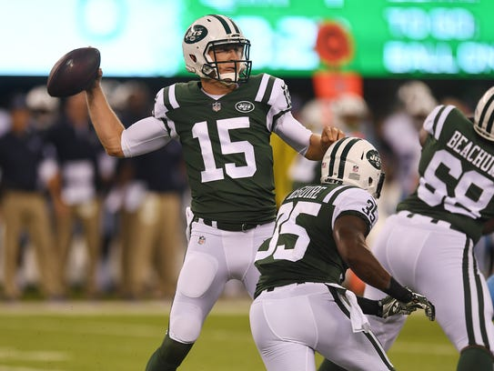 Jets #15 Josh McCown (15) throws in the first quarter