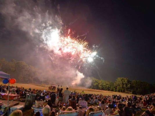 060916-vr-fireworks.jpg