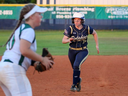 Gulf Breeze's Delaney Batte (34) steals third base