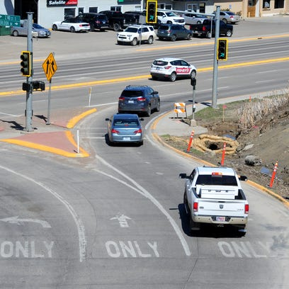 The Overlook Drive right turn lane puts eastbound motorists