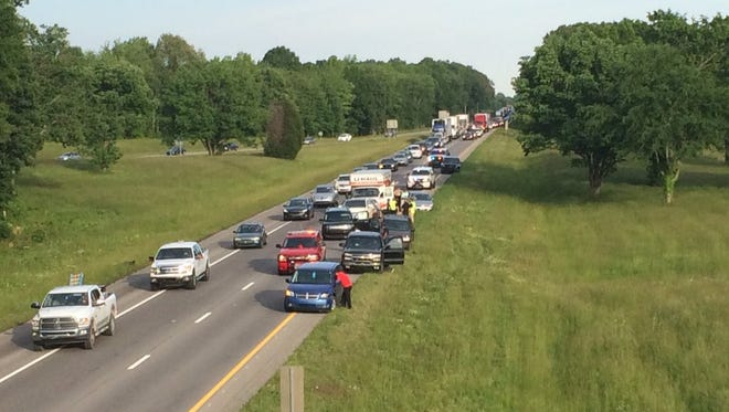 A rush-hour wreck on Interstate 24 in Robertson County ended with a six-car pileup Thursday evening.