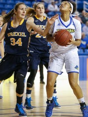 Delaware's Makeda Nicholas (right) looks to the basket in front of Drexel's Tereza Kracikova (34) and Rachel Pearson in the first period at the Bob Carpenter Center Friday.