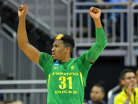 Oregon Ducks guard Dylan Ennis (31) reacts during the first half in the finals of the Midwest Regional of the 2017 NCAA Tournament at Sprint Center.