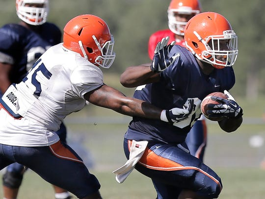 UTEP linebacker Dante Lovilette reaches out to tackle