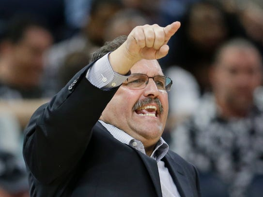 Pistons coach Stan Van Gundy gestures during the second