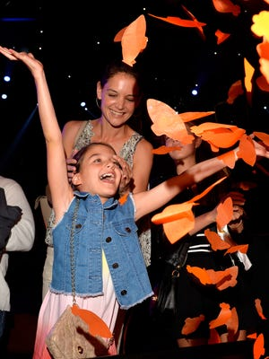 INGLEWOOD, CA - MARCH 28:  Suri Cruise (L) and actress Katie Holmes in the audience during Nickelodeon's 28th Annual Kids' Choice Awards held at The Forum on March 28, 2015 in Inglewood, California.  (Photo by Lester Cohen/KCA2015/WireImage) ORG XMIT: 543522085 ORIG FILE ID: 467958372
