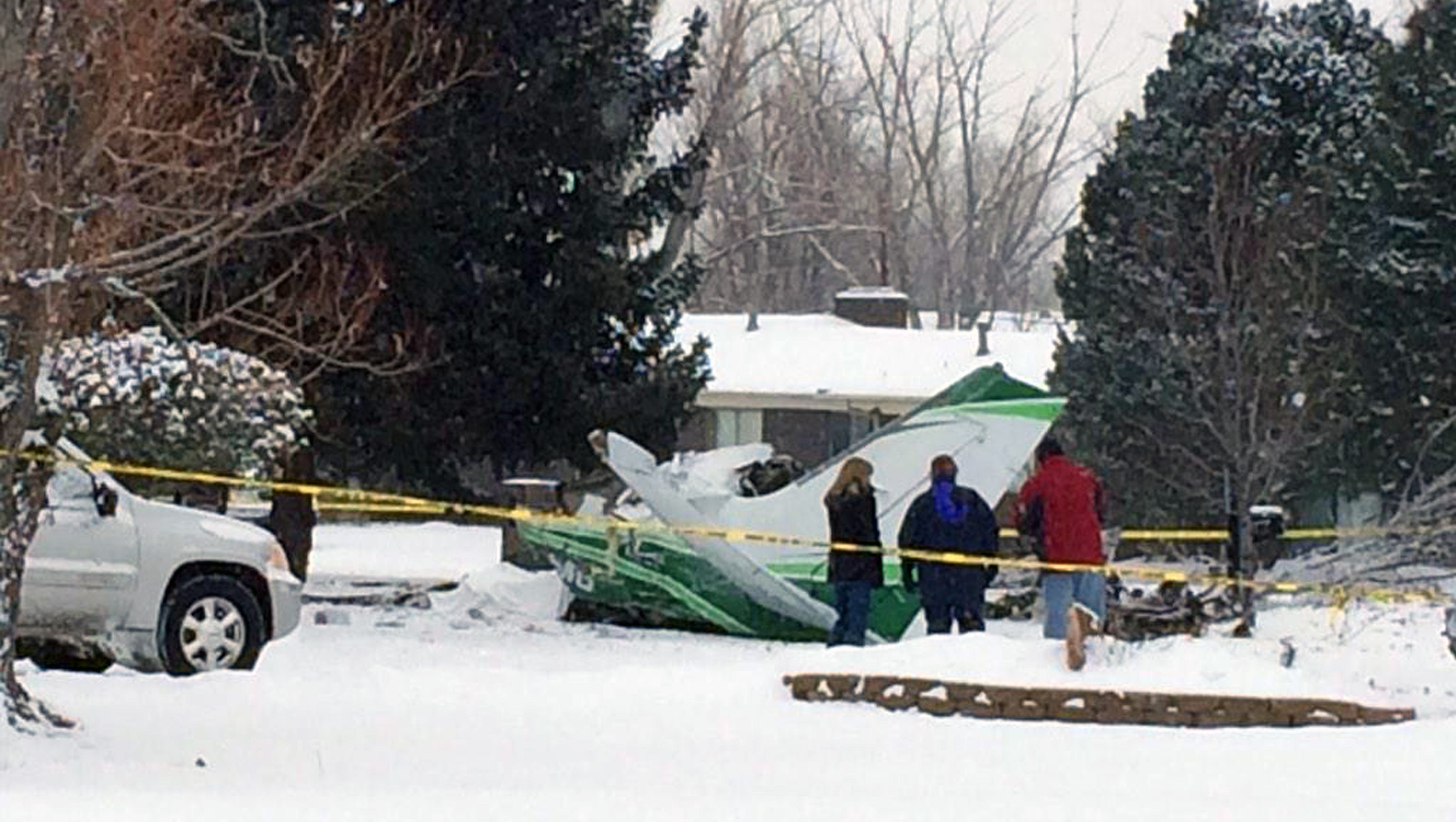 small plane crashes feet from home in colo killing pilot. Black Bedroom Furniture Sets. Home Design Ideas