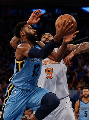The Grizzlies' Tyreke Evans (12) drives to the basket against the Knicks' Kyle O'Quinn (9) during the first half Wednesday.
