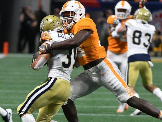 Tennessee linebacker Daniel Bituli (35) tackles Georgia