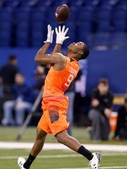 Alabama wide receiver Amari Cooper catches a pass at