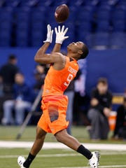 Alabama wide receiver Amari Cooper catches a pass at the NFL scouting combine.