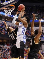 Kentucky Wildcats guard De'Aaron Fox (0) shoots against