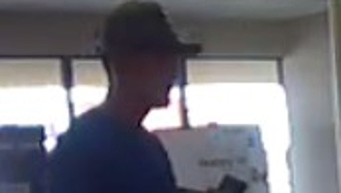 Phoenix police release video of armed robbery at Metro PCS store