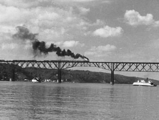railroad_spans_hudson