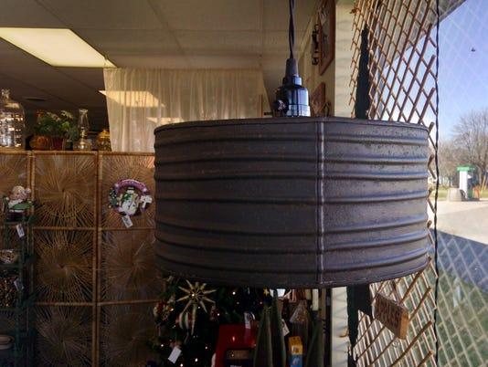 635826986625529234-lamp