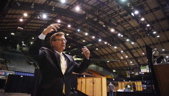 Mayor Mike Huether meets with Sioux Falls Finance Director