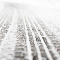 2 dead in crash on snowy Michigan roadway