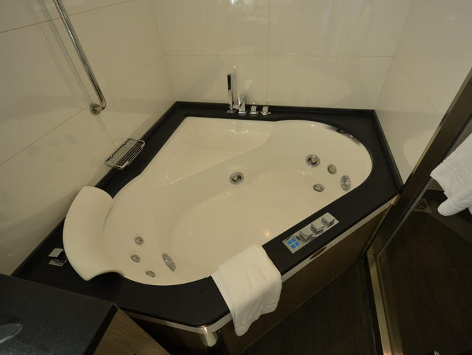 The whirlpool tub in the Owner's Suite. By Gene Sloan, USA TODAY [Via MerlinFTP Drop]