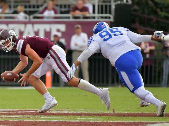 Mississippi State Bulldogs quarterback Nick Fitzgerald