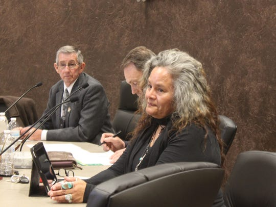 Council member Lisa Flores speaks to Doporto about