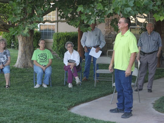 La Huerta residents attend a neighborhood meeting about potential zoning in their neighborhood, May 18, 2018 in La Huerta.