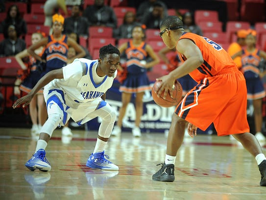 Decatur's Hayden Frazier defends Poly's Seth Jones
