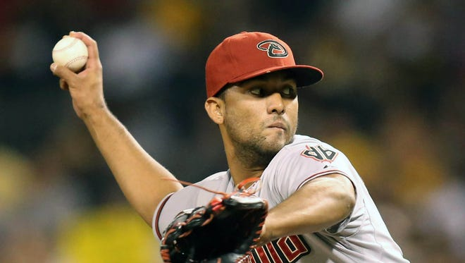 Aug 17, 2015: Arizona Diamondbacks relief pitcher Randall Delgado (48) pitches against the Pittsburgh Pirates during the sixth inning at PNC Park.