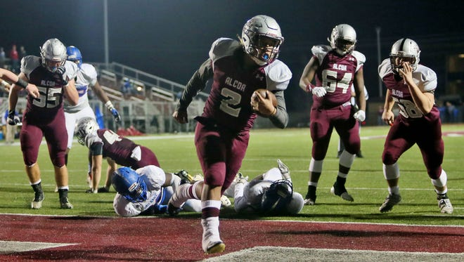 Alcoa fullback K'vaughn Tyson (2) carries the ball into the ensign for a touchdown against the Red Bank Lions during the first half at Alcoa High School during a TSSAA football semifinal play-off game on Friday, Nov. 24, 2017. (Crystal LoGiudice/Special to the News Sentinel)