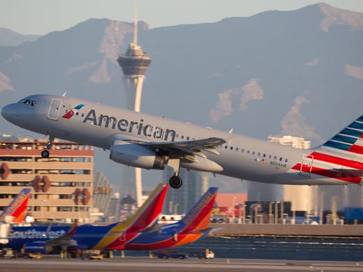 9c5fab08b6f2 An American Airlines Airbus A319 takes off from Las