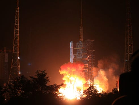 The Long March 3B rocket carrying the Chang'e-3 lunar probe blasts off from the launch pad at Xichang Satellite Launch Center Monday.