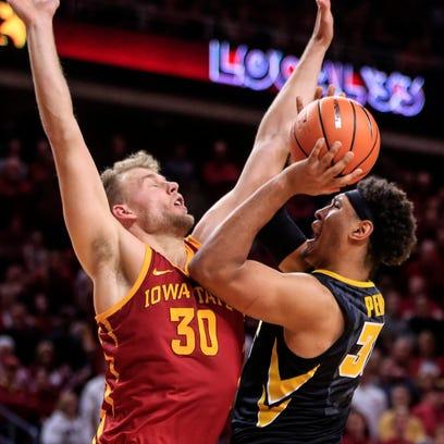 Iowa Hawkeyes forward Cordell Pemsl (35) puts up a