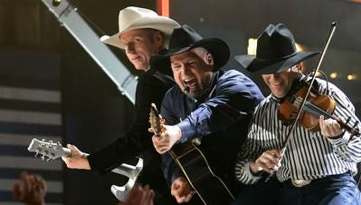 Will Garth Brooks be headlining the 2018 Stagecoach country western music festival in Indio?