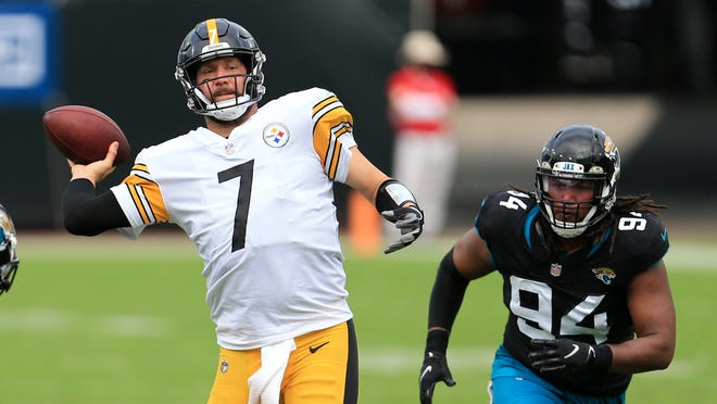 Pittsburgh Steelers quarterback Ben Roethlisberger (7) throws a pass as he gets around Jacksonville Jaguars defensive end Dawuane Smoot (94) on Nov. 22 in Jacksonville, Fla. The Steelers are set to host the Baltimore Ravens in the NFL's first Wednesday game since 2012. (AP Photo/Matt Stamey)