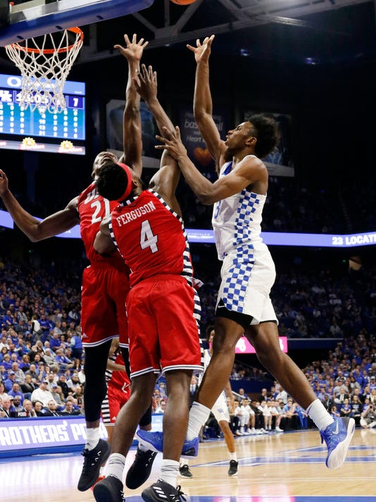 Kentucky's Hamidou Diallo, right, shoots while defended by Illinois-Chicago's Tarkus Ferguson (4) and Tai Odiase (21) during the first half of an NCAA college basketball game, Sunday, Nov. 26, 2017, in Lexington, Ky. (AP Photo/James Crisp)