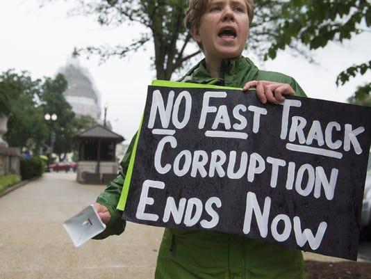 US-POLITICS-TPP-PROTEST