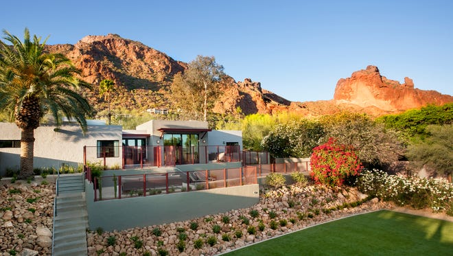 With dramatic desert vistas in all directions and over 300 days of sunshine, Sanctuary on Camelback Mountain is what taking pictures is made for.